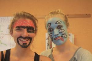 Andrea og Synne var veldig kreative, Andrea ble pirat mens Synne ble.. Sjøuhyre?
