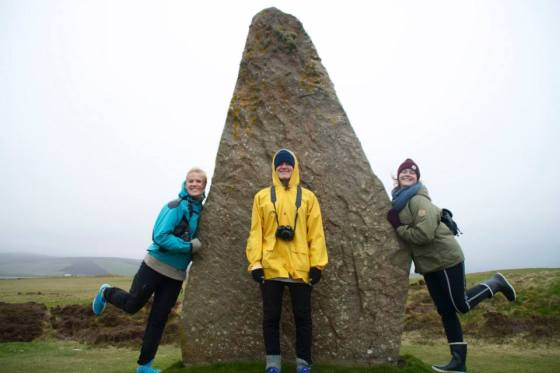 """Triple pose"" i The Ring of Brodgar! Fotograf: Hanne Almås Alsgaard"